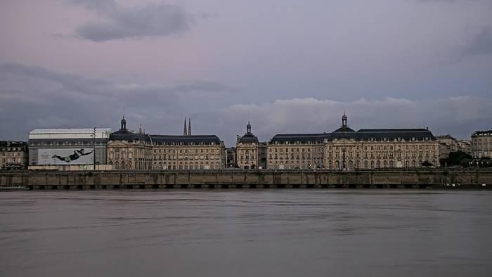 HD Live Webcam Bordeaux - Gironde - Place de la Bourse