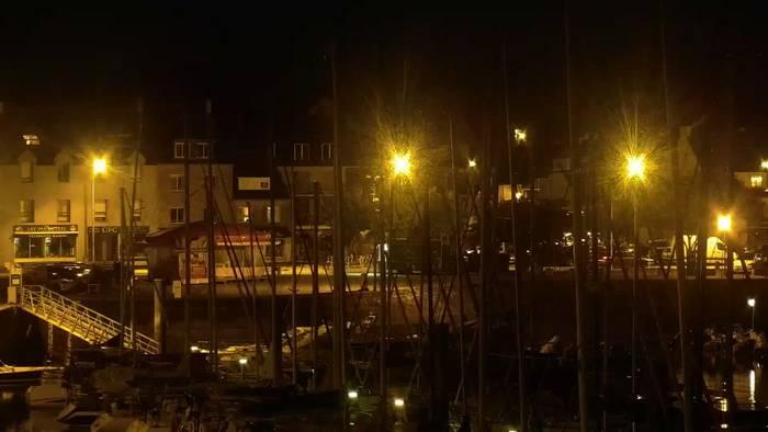 HD Live Webcam La Trinité sur Mer - Façade du port et église