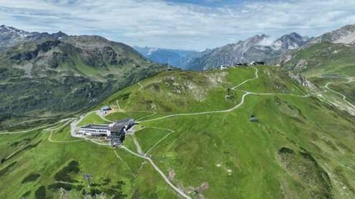 HD Live Webcam St. Anton am Arlberg - FlyingCam