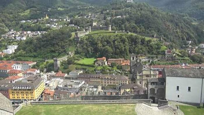 HD Live Webcam Bellinzona - Castelgrande